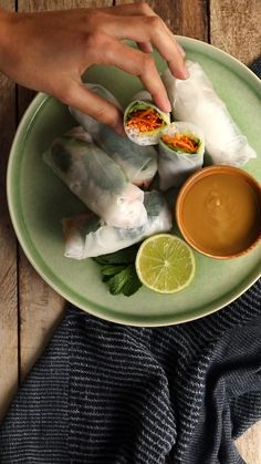 "Healthy Vegetarian Recipes 43487 Make ""homemade"" spring rolls: course or not course? Vegetarian Chili Easy, Vegetarian Recipes Videos, Vegetarian Recipes Dinner, Healthy Breakfast Recipes, Asian Recipes, Healthy Recipes, Vegetarian Gumbo, Healthy Meals, Tasty Videos"