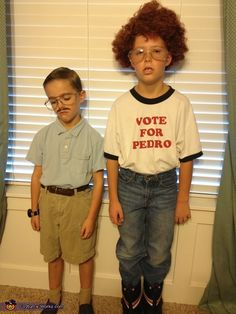 """Original caption: """"Pedro and Napoleon Dynamite"""" A-HEM. That is KIP and Napoleon Dynamite! Doug Funnie, All Meme, Costume Works, Youre My Person, Family Costumes, Group Costumes, Pregnancy Costumes, Fun Costumes, Creative Costumes"""