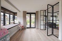 Architectenbureau Atelier3 - Landelijke villa in Castricum - Hoog ■ Exclusieve woon- en tuin inspiratie. Interior And Exterior, Interior Design, Belgian Style, Living Spaces, Living Room, Luxury Homes, Sweet Home, House Design, Windows