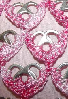 Pop Tab Crochet Keychain Heart Green And Pink via Etsy Soda Tab Crafts, Can Tab Crafts, Pop Tab Purse, Pop Tabs, Crochet Crafts, Crochet Projects, Pop Top Crochet, Craft Patterns, Crochet Flowers