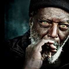 fotograaf Lee Jeffries. His collection of black and white portraits of homeless people is unique and stunning. He depicts a glimpse of hope in the eyes of his subjects. Simply touching�