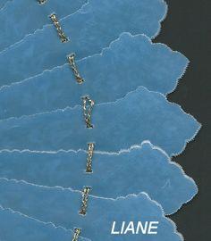 Eventail doublé papier calque bleu.LIANE