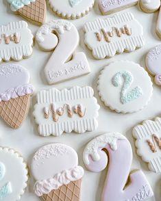 Cookie Icing, Royal Icing Cookies, Sugar Cookies, Baking Classes, Cookie Tutorials, Spice Cookies, Birthday Cookies, Sugar And Spice, Cookie Decorating