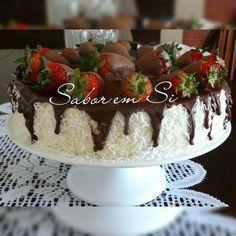 Olá meus amores, bom dia! Hoje trago para vocês, um bolo bem molhadinho que fiz para comemorar mais um ano de vida do sogro de meu filho....