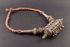 This is a big old Rajasthan silver amulet necklace, with a central pendant, and other old rajasthani silver beads. Quality of silver is high. India Jewelry, Tribal Jewelry, Bohemian Jewelry, Silver Jewelry, Silver Beads, Gold Jhumka Earrings, Antique Jewelry, Beaded Bracelets, Hippie Life