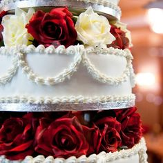 Wedding Cake Flowers Gallery - Floral Wedding Cake Designs: Red and White Roses for Valentine's Day Weddings Fruit Wedding Cake, Wedding Cake Fresh Flowers, Themed Wedding Cakes, White Wedding Flowers, Cascading Flowers, Cake Flowers, Real Flowers, Themed Cakes, My Big Fat Gypsy Wedding