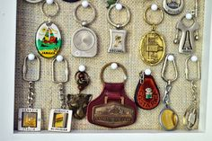 Display a Keychain Collection Photo Frame Display, Display Ideas, Display Cases, Hallway Wall Colors, Vacation Memories, Vendor Events, Key Chain Holder, Ring Displays, Travel Souvenirs