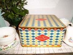 Vintage Peek Frean's English Biscuit Tin Box by daisylacevintage, $14.00