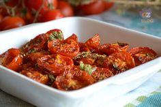 Pomodori confit, per primi, bruschette, crostini, pizze e focacce. Deliziosi e facili da preparare, con aromatiche, aglio, olio, zucchero, sale.