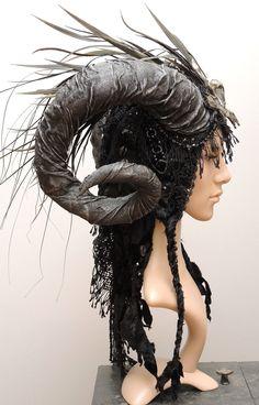 headdress with horns ♥ Horns Costume, Demon Costume, Costume Makeup, Larp, Succubus Costume, Halloween Makeup, Halloween Costumes, Halloween 2018, Maleficent Horns