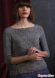 """Вязаный женский пуловер украшен ажурными треугольными вставками спереди и сзади. По рукавам проходят небольшие ажурные панели.  Описание пуловера переведено из книги Jenifer Wood """"Refined Knits""""."""