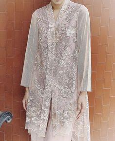 Kebaya Lace, Kebaya Hijab, Kebaya Dress, Batik Kebaya, Dress Brokat Modern, Kebaya Modern Dress, Malay Wedding Dress, Modern Hijab Fashion, Curvy Outfits