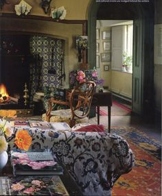 "robert-hadley: "" Home of British flower photographer and gardener Valerie Finnis ( ) The World of Interiors, April Photo - Jan Baldwin "" English Cottage Interiors, English Cottage Style, English Country Style, Country Style Homes, English Cottages, French Interiors, Boho Chic Interior, Bohemian Bedroom Design, Decor Interior Design"