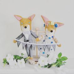 Animal Wedding Cake Topper // Dressed in the Bride and Groom's Attire // Perfect Keepsake For a Whimsical Wedding Creative Wedding Cakes, Beautiful Wedding Cakes, White Wood Texture, Stained Table, Reclaimed Wood Dining Table, Pink Cheeks, Different Textures, Handmade Wedding, Wedding Cake Toppers