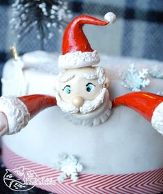 Santa Holiday Cake.  Bend, Oregon  Cakes.  Foxtail Bakeshop.  www.foxtailbakeshop.com