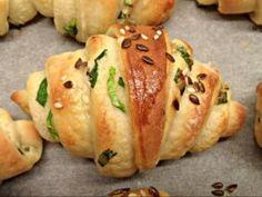 Kefires kifli medvehagymásan | NOSALTY Austrian Recipes, Hungarian Recipes, Hungarian Food, Bread Recipes, Cooking Recipes, Salty Foods, How To Make Bread, Love Food, Bakery