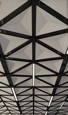 TriSoft™ ceiling system adds faceted dimensionality and quiet elegance to interiors. Its triangular faceted pyramid face is composed of Arktura's Soft Sound® acoustical material (100% PET plastic with up to 60% recycled content) with a metal substructure. Its angled design deflects and diffuses sound from all directions. Mix and match TriSoft's™ available modules and nodes as building blocks, to create any number of horizontal field or dynamic, angled undulating configurations. Ceiling Panels, Ceiling Tiles, Ceiling Beams, Ceiling Design, Acoustic Fabric, Acoustic Panels, Office Ceiling, Home Ceiling, Shopping Mall Interior