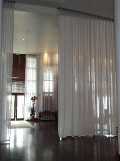 http://media-cdn.tripadvisor.com/media/photo-s/02/c9/a4/8f/delano-hotel.jpg