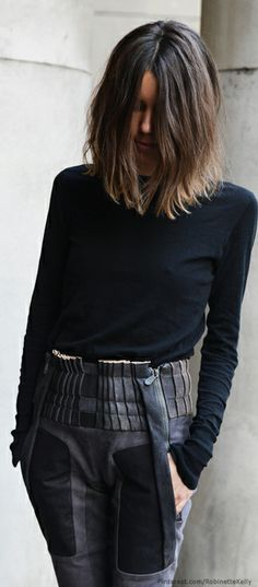 Street Style / Black ck pinning for the hair. what my hair was like in grade, long in front with a bob in back and Mom pulled the front up, lol Clavicut, Tommy Ton, Mode Inspiration, Autumn Winter Fashion, Style Me, Style Hair, High Fashion, Cool Hairstyles, Short Hair Styles