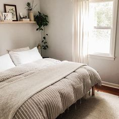 Cozy coze for fall and adding thicker layers to our bed thanks to this dreamy duvet from 😍✨ White Bedroom Decor, Blue Bedroom, Bedroom Inspo, Dream Bedroom, Master Bedroom, Bedroom Inspiration, Bedroom Ideas, College Room, Italian Home