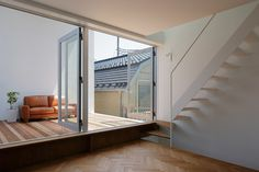 Little House with a Big Terrace von Takuro Yamamoto Architects | Einfamilienhäuser