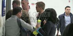 Vídeo e Gifs De Robert Pattinson Desembarcando No Aeroporto De Nice Na França - 15.05.2014 Nesta sexta-feira,16 de maio Robert Pattinson desembarcou no aeroporto de Nice, na França, onde vai divulgar Maps to the Stars e The Rover no Festival. Já publicamos várias imagens, agora vamos ver o vídeo e alguns gifs.