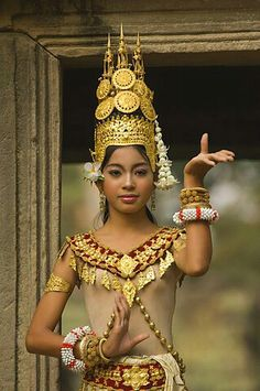 Apsara dancer  - Cambodia Traditional Thai Clothing, Traditional Dresses, Cambodian People, Cambodian Art, Imperial Clothing, Costumes Around The World, Tribal Belly Dance, Portraits, Beauty Photography