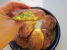 Kikærtefrikadeller ca. Veggie Recipes, Low Carb Recipes, Vegetarian Recipes, Healthy Recipes, Healthy Food, Veggie Patties, Greens Recipe, Soul Food, Paleo