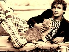 Celebrities With Cats- is this on Hannibal? No. I wish it was...