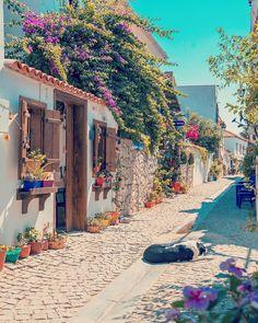 Likes 103 Comments Bugün Nereye Gidelim? Travel Around The World, Around The Worlds, Turkey Destinations, Lokal, Turkey Travel, Beautiful Places To Travel, Travel Aesthetic, Photo Backgrounds, Beautiful Buildings