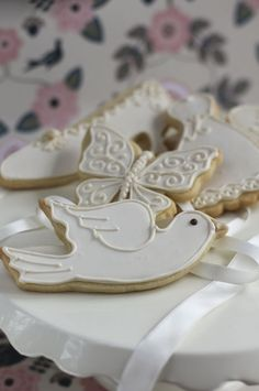 Dove cookie : Beautifully hand Iced biscuits   Juliet Stallwood Cakes & Biscuits
