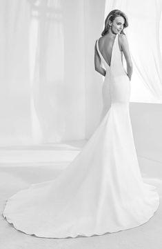 79d372b3450 Atelier Pronovias Racimo V-Back Crepe Mermaid Gown