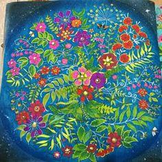 Flores da @allynneasfa -  Flores noturnas.  . . . ✔ Use #jardimdascores ,nos marque ou envie direct com sua foto  . . .#Jardimsecretoinst #jardimsecretoinspire #jardimsecreto #florestaencantada #FlorestaEncantadaTop #SecretGarden #EnchantedForest #Regrann