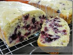 Married/Single Parent: Lemon Blueberry Zucchini Bread w/Lemon Glaze Blueberry Zucchini Bread, Zucchini Bread Recipes, Blueberry Scones, Zuchinni Bread, Lemon Zucchini Loaf, Lemon Bread, Blueberry Cake, Just Desserts, Delicious Desserts