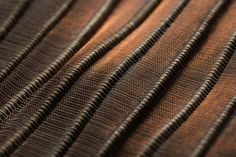 Yaré fiber and copper threads Contemporary Decorative Objects, Hand Weaving, Art Pieces, Textiles, Metal, Fiber, Copper, Design, Hand Knitting