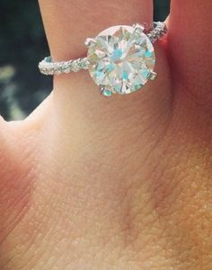 Jamie Lynn Spears Engagement Ring - solitaire diamond with skinny diamond band!!