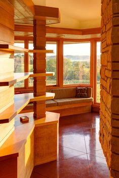 Houzz Tour: Usonian-Inspired Home With All the Wright Moves A Chicago couple's weekend retreat fulfills a long-held dream of honoring architect Frank Lloyd Wright