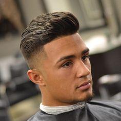 Nous vous présentons le top 100 des coiffures et coupes de cheveux homme les plus tendances en 2017. Suivez COUPE DE CHEVEUX HOMME pour plus de coiffures.