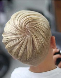 Different ideas of short haircut like pixie, bob, layered and messy are amazing trends for ladies to get trendy and cute looks. If you're looking for best styles of short haircuts then you must browse this link to see how beautiful short haircuts we've compiled here for you in 2018.