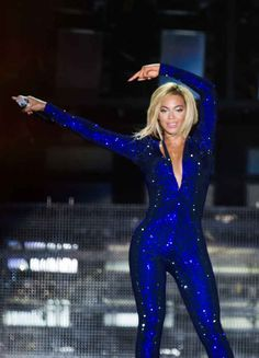 When her hair shone almost as brightly as her sparkly purple jumpsuit. | 22 Times Beyoncé Performing With Her New Hair Was Beautiful And Amazing