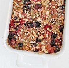 Nem bagt havregrød med bær og nødder - Sofies Spisekammer Breakfast Recipes, Dessert Recipes, Desserts, Healthy Snacks, Healthy Recipes, Vegan Bread, Greens Recipe, Muesli, Recipe Of The Day
