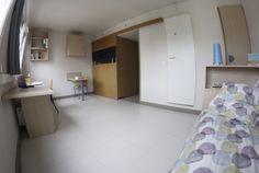 Équipement d'un logement : prise internet, réfrigérateur, 1 lit, 1 bureau, 1 chaise/tabouret, 1 placard, sanitaires (douches, wc, lavabo). Les studios sont de plus équipés d'une kitchenette. Connexion internet incluse dans le loyer.