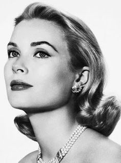 Grace Kelly - Hollywood star become Princess Grace of Monaco in 1956 when she married Prince Rainier Hollywood Icons, Old Hollywood Glamour, Golden Age Of Hollywood, Hollywood Actresses, Classic Hollywood, Hollywood Makeup, Hollywood Star, Vintage Hollywood, Moda Grace Kelly