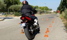 Vous passez votre permis moto, voici tous les petits secrets du nouvel examen pour les catégories A, A2, A1. Permis Pratique a synthétisé pour vous les points essentiels des épreuves avec les modifications du 1er juillet 2014 afin de mettre toutes les chances de votre côté. Nouveau parcours,...
