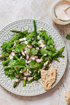 Enkel oppskrift på frisk asparges med georgisk valnøttsaus fra Vidar Bergum | Et kjøkken i Istanbul Tahini, Palak Paneer, Istanbul, Food And Drink, Ethnic Recipes, Eggplant