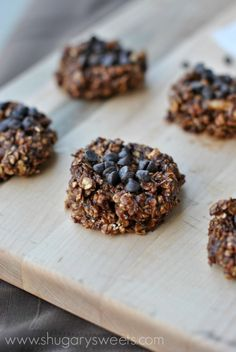 Skinny No Bake Cookies: made with banana, oatmeal, chocolate, peanut butter and they taste absolutely amazing!!! #nobake #skinny