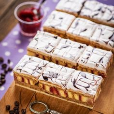 László szelet Cute Desserts, No Bake Desserts, Dessert Recipes, Hungarian Desserts, Hungarian Recipes, Condensed Milk Cake, Russian Cakes, Non Plus Ultra, Cherry Cake