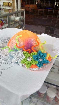Gorra carnaval Party Props, Felt Flowers, Matilda, Cap, Halloween, Crafts, Sun Visor Hat, Folklore, Vestidos