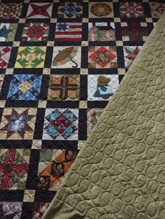 Last client quilt of 2014 quilted with Modern Loops.  Www.quilthollow.com
