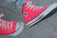 I'm loooooovin' these converse sneakers! Converse All Star, Pink Converse, Converse Sneakers, Converse High, Colored Converse, Cheap Converse, Cute Shoes, Me Too Shoes, Tenis Star